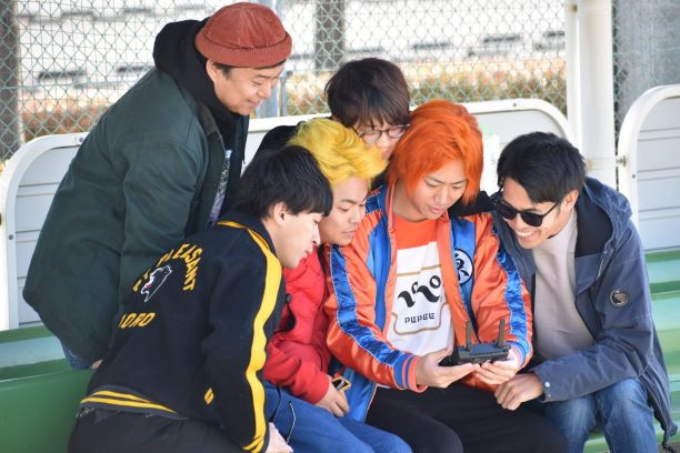 岡崎中央総合公園でドローンを動かす東海オンエア