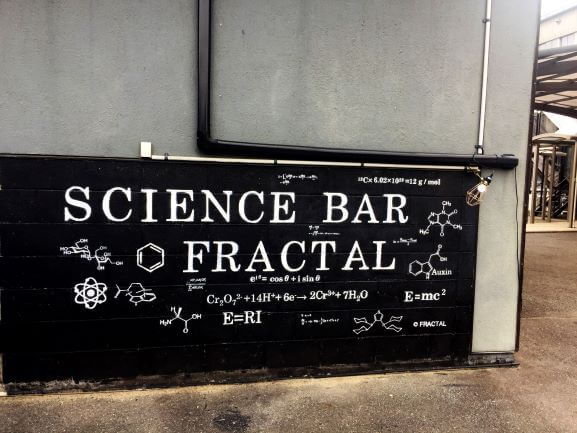 FRACTALの看板