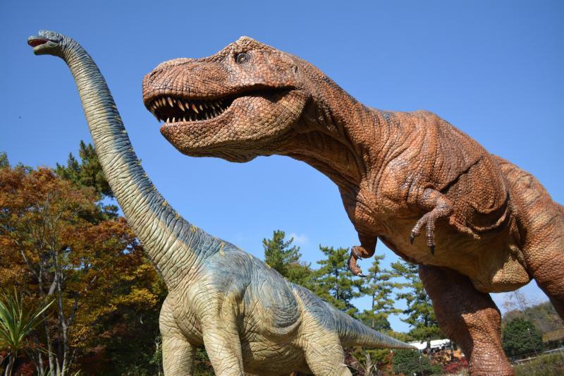 東公園にある恐竜のオブジェ
