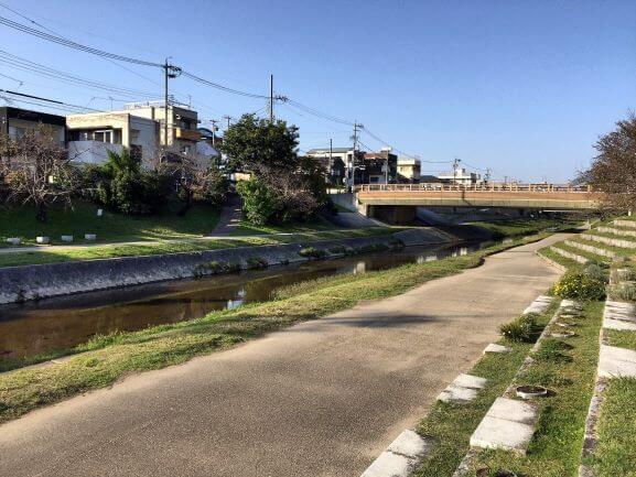 りぶらの近くを流れる伊賀川