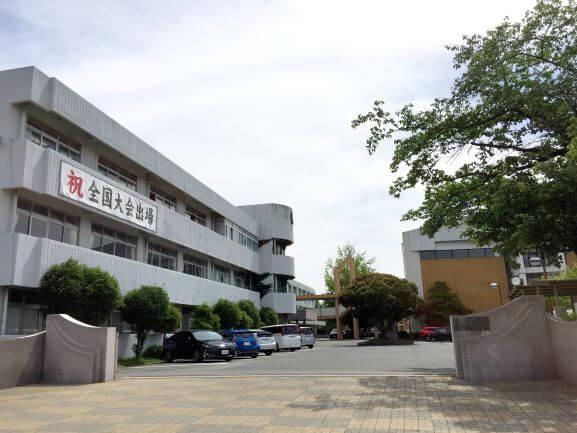 岡崎城西高校の校門