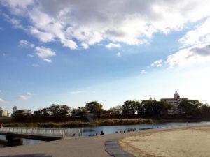 岡崎城の目の前にある乙川堤防沿い