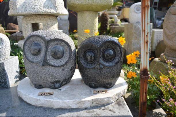 石工団地にあるふくろうの石像