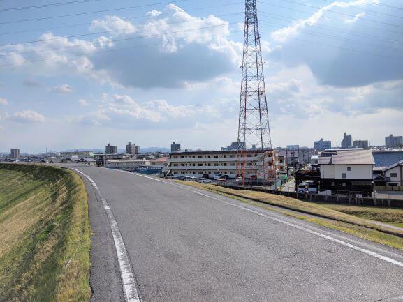 城西高校の近くの矢作川堤防沿い