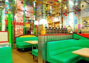 喫茶レストラン丘の店内